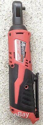Milwaukee M12 2556-22 Carburant 1/4 Ratchet Kit Avec 2 Batteries Et 1 Base De Charge